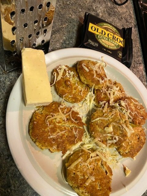 Salmon cakes with grated cheese